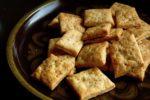 【レシピ】ちょっと厚めのチェダーチーズクラッカー(ゴマ入り)